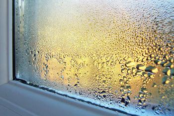 Вот как легко можно избавиться от конденсата на пластиковых окнах и откосах